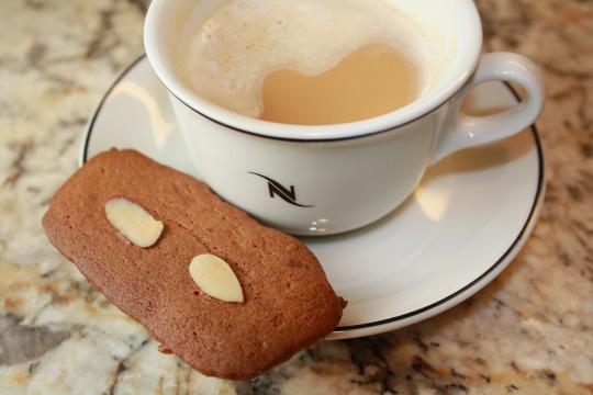 almond spice wafers coffee