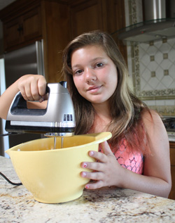 kailey_making_lemoncake