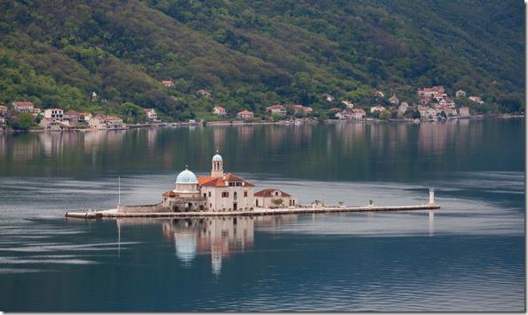Nuestra_Señora_de_las_Rocas,_Perast,_Bahía_de_Kotor,_Montenegro,_2014-04-19,_DD_19