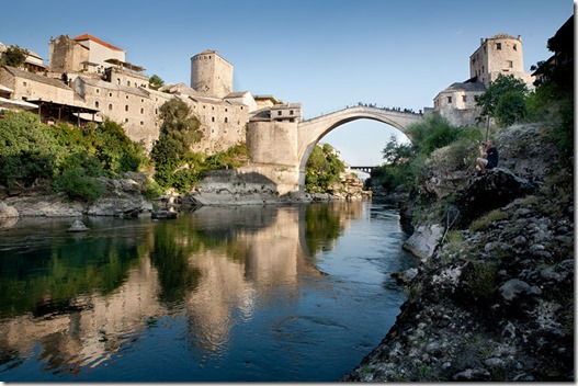 Mostar (Bosnia):  The old brigde (Stari most) over the Neretva river; Photo: Thomas Alboth
