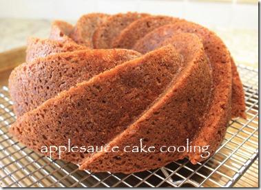 applesauce_bundt_cake_cooling