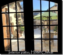 hotel_cheval_interior_courtyard